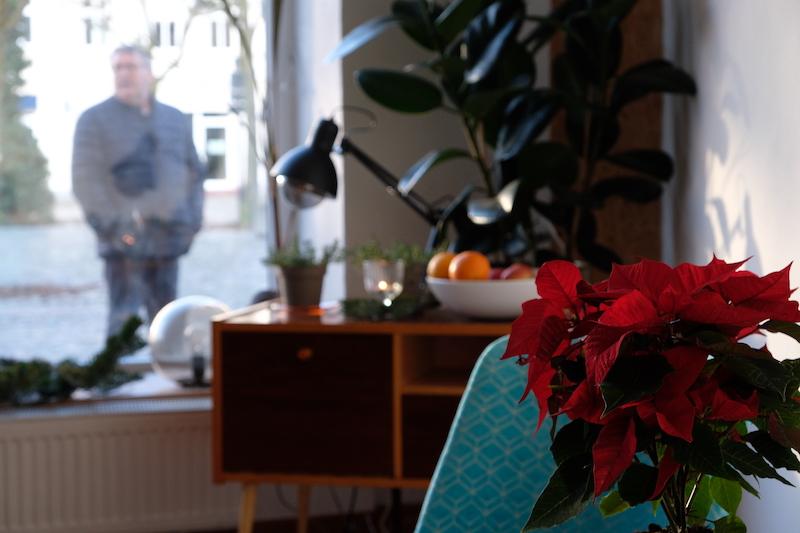 Zu Kaufen: Bar und blauer Sessel aus der DDR