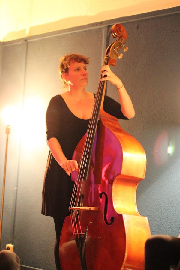 Anne Drees von gerda vejle am Bass